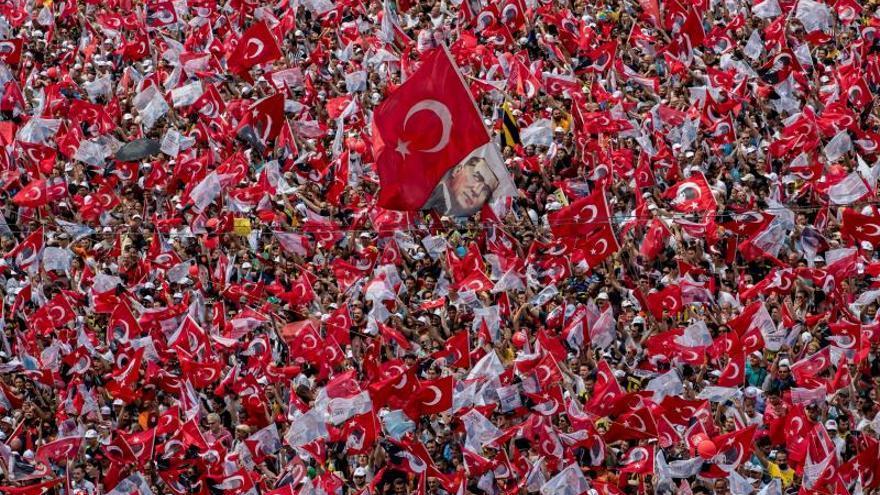 Abren los colegios en los comicios parlamentarios y presidenciales de Turquía