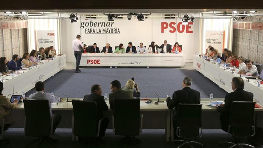 Miembros de la Ejecutiva del PSOE ven más reforzado el liderazgo de Sánchez