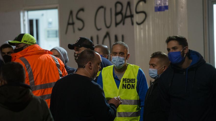 Empleados de Alcoa durante la manifestación convocada frente a la fábrica contra el ERE ejecutado de 524 trabajadores, en San Cibrao, A Mariña, Lugo, Galicia (España), a 9 de octubre de 2020. La concentración se debe al despido colectivo ejecutado por par