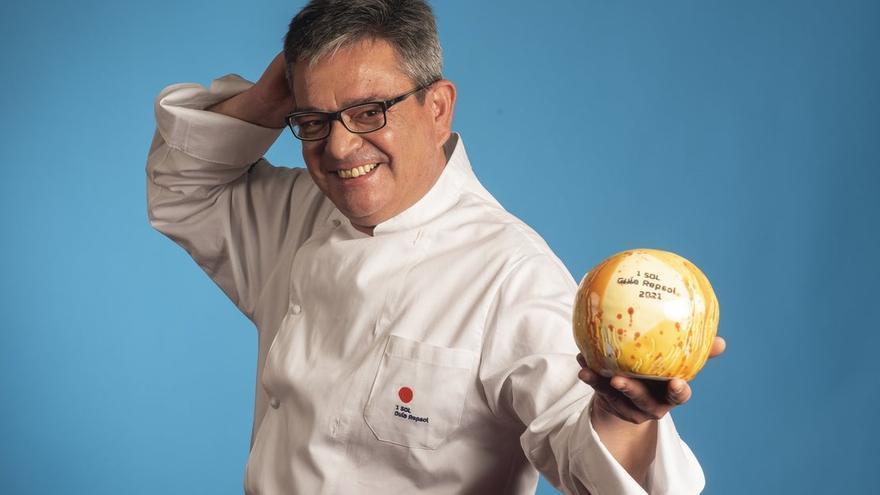 Víctor Sánchez-Beato, el chef que sirve ciervo, mazapán o 'pringá' de cocido en una barra japonesa