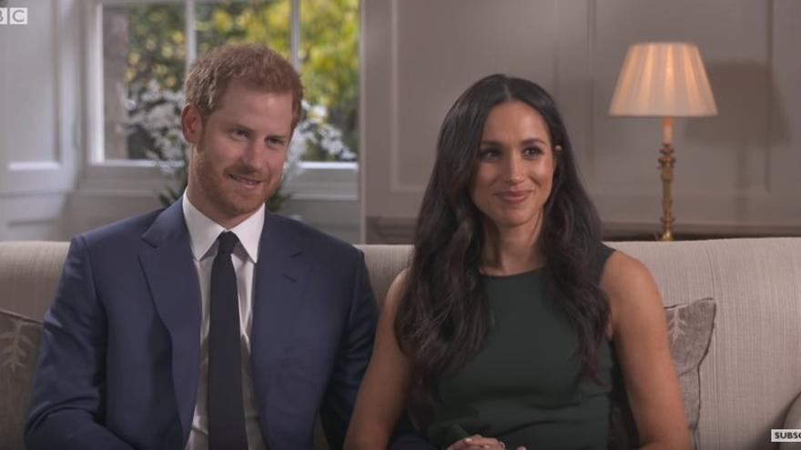 El Príncipe Harry y Meghan Markle en la entrevista que concedieron a la BBC tras el anuncio de su compromiso