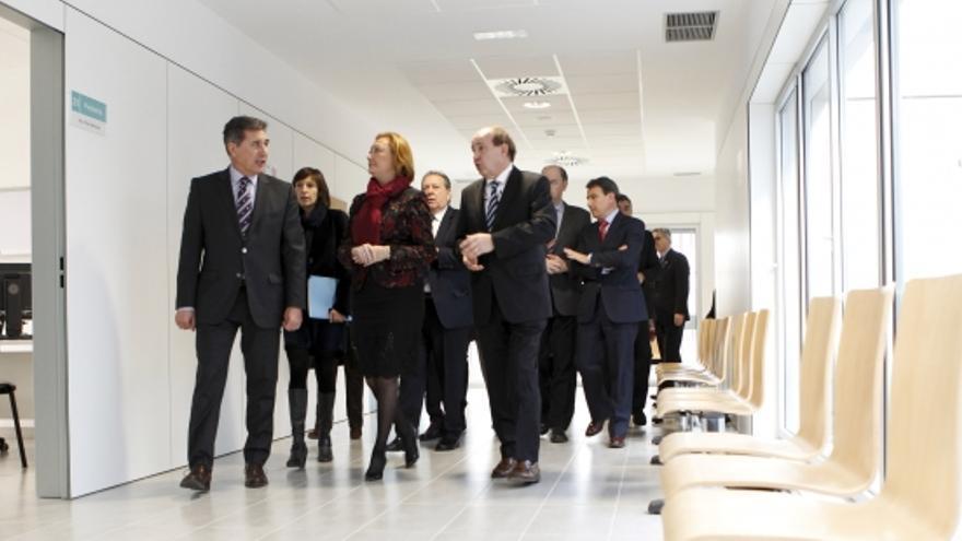 La expresidenta de Aragón Luisa Fernanda Rudi en una visita oficial con el exconsjero de Sanidad Ricardo Oliván