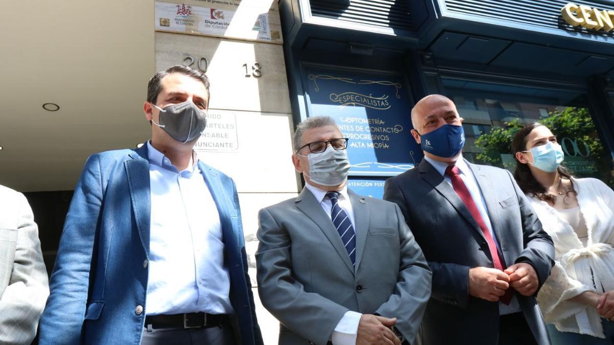 El alcalde, el cronista y el presidente de la Diputación