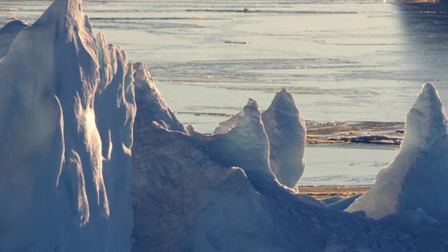 Abril de 2011. Mar de Weddell. Las formas del hielo y el reflejo del sol crean imágenes irrepetibles./Sergio Rossi