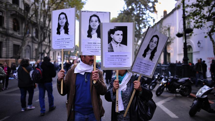 Los rostros de los desaparecidos fueron protagonistas en una plaza abarrotada.