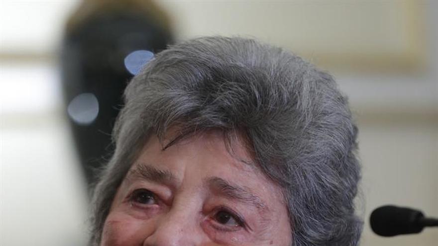 La nicaragüense Claribel Alegría dice que sólo puede expresar lo que siente con la poesía