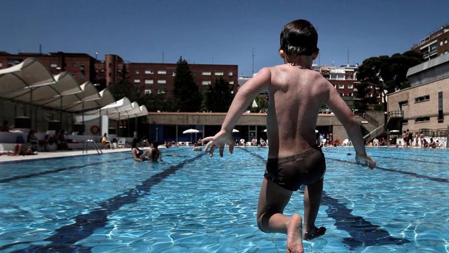 """Las """"piscinas contaminadas"""", el germen de las otitis del verano"""