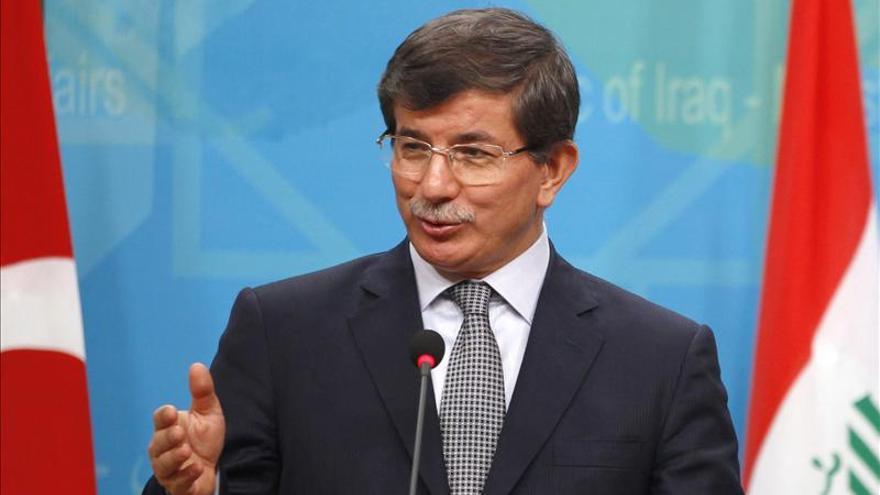 Turquía critica a los kurdos sirios por establecer un gobierno propio
