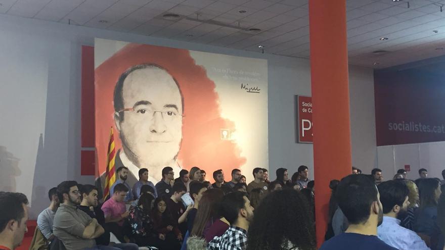 Cartel de Miquel Iceta en la sede del PSC.