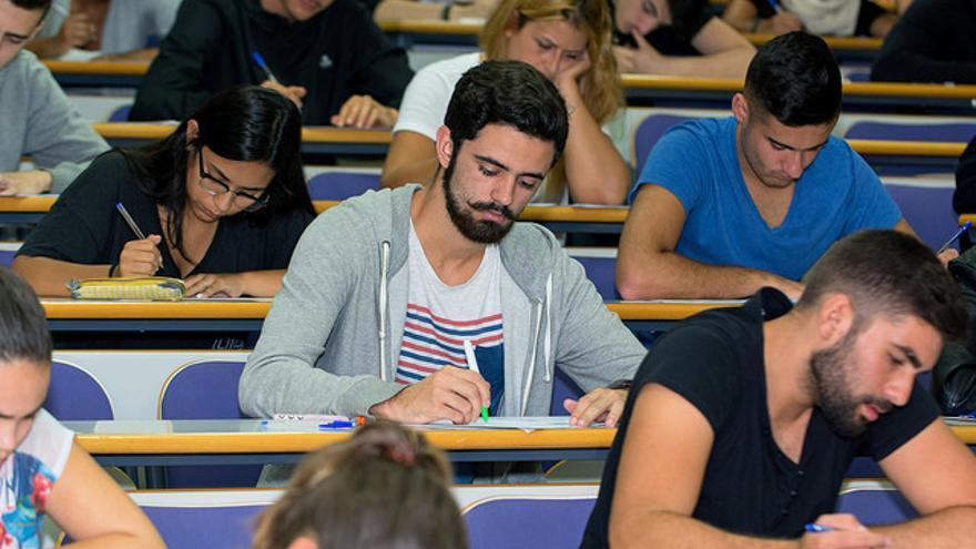 Alumnos realizando la Prueba de Acceso a la Universidad