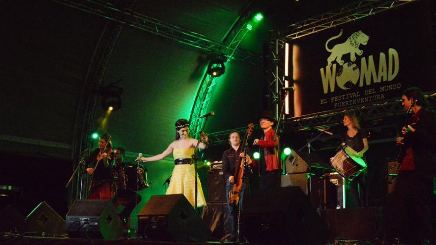 Actuación de Çiğdem Aslan y el grupo She'koyokh en el Womad Fuerteventura 2014   Iago Otero Paz