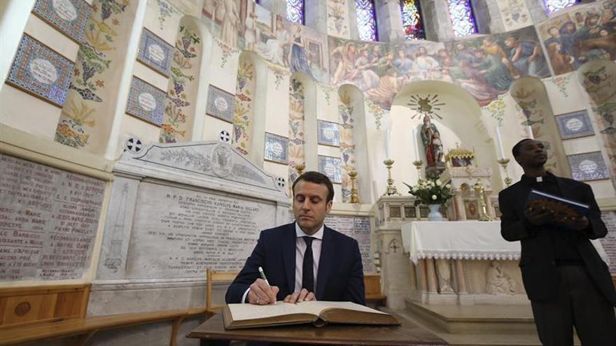 """Macron crea polémica al calificar la colonización """"como crimen contra humanidad"""""""