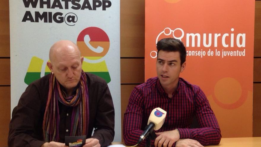El colectivo 'No te prives' y el Consejo de la Juventud han presentado el 'WhatsApp amig@'