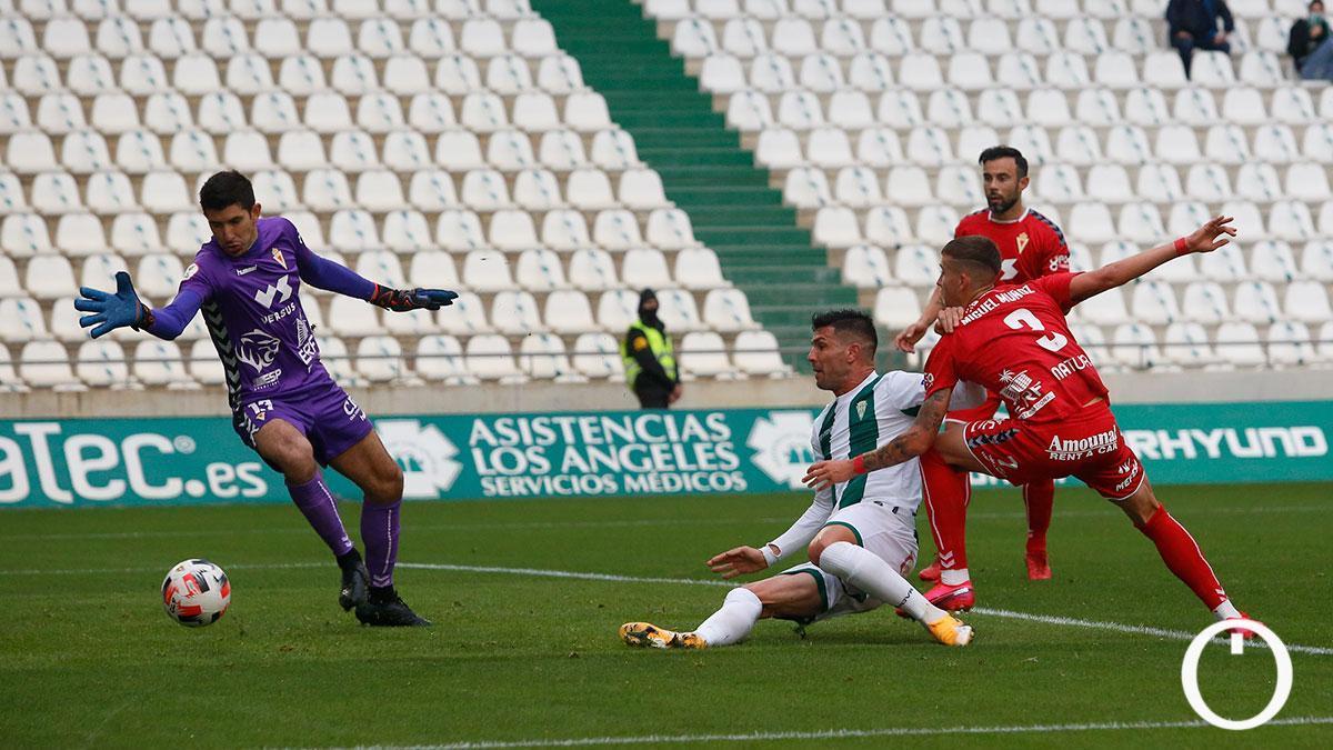 Willy, en uno de sus goles al Real Murcia.