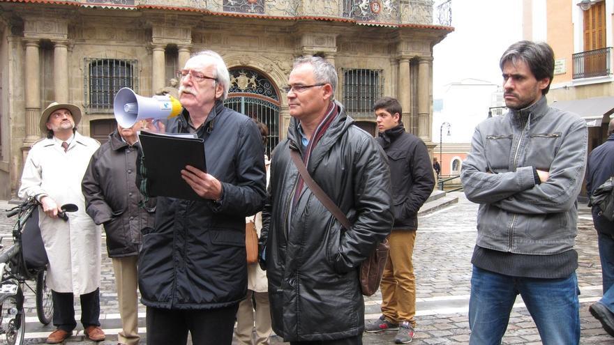 """Libres e Iguales se concentra en Pamplona para rechazar la consulta en Cataluña, """"un acto simulado de democracia"""""""