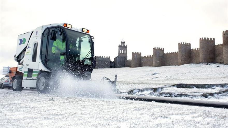 Fomento pone en marcha el plan invernal de carreteras con 1.359 quitanieves
