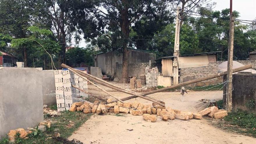 Vecinos liberan a un rehén pero retienen a otros 19 en protesta en Vietnam