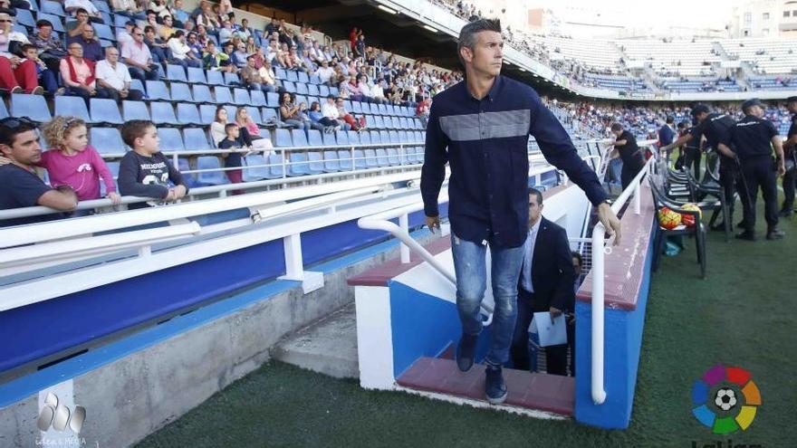 El entrenador del CD Tenerife, Pep Martí, durante el encuentro frente al Alavés en el Heliodoro Rodríguez López. (LALIGA).