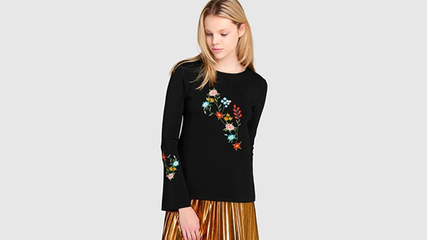 Jersey negro de mujer Amitié con bordado floral.
