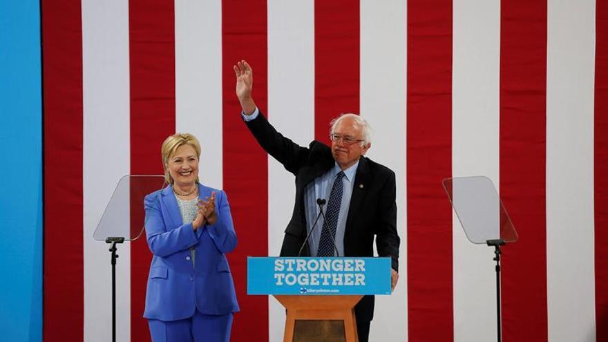 Clinton y Sanders aúnan fuerzas contra Donald Trump