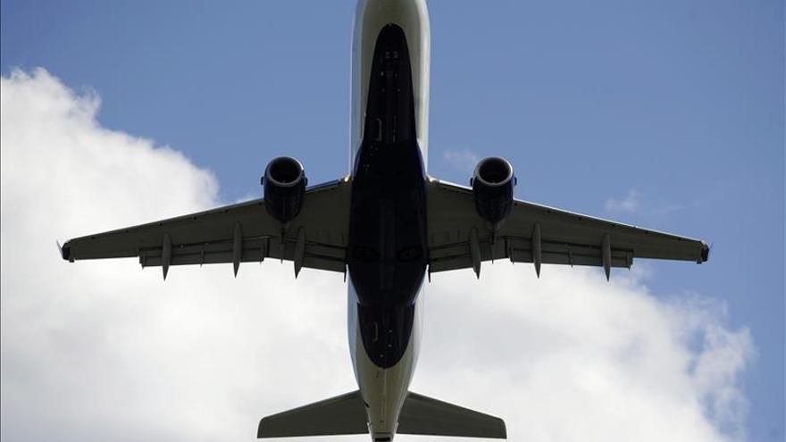 Trabajadores de subcontrata de Delta anuncian huelga en aeropuertos de Nueva York