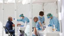 Los 73 rebrotes activos disparan el número de contagios y la preocupación de Sanidad