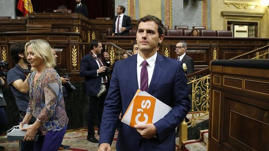 Sánchez niega a Rivera que apoyar a Rajoy sea patriótico