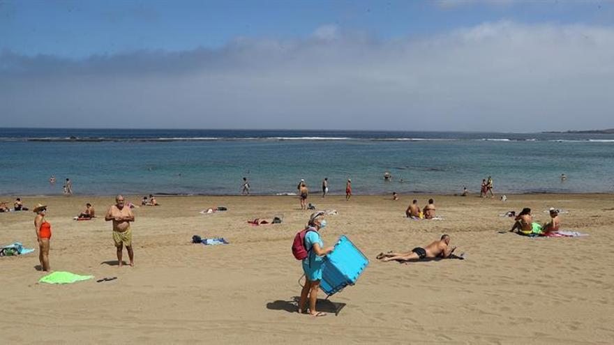 Playa de Las Canteras, en el primer día de la fase 2 de desescalada