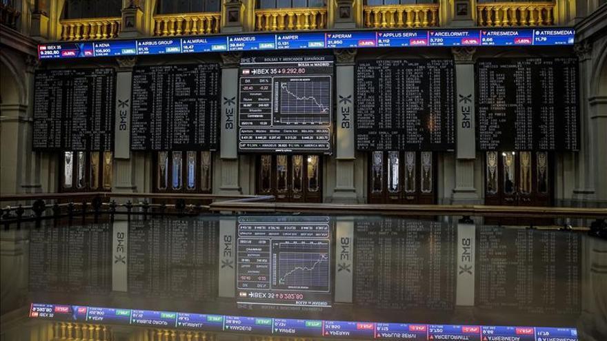 La Bolsa española pierde los 9.000 puntos tras desplomarse más del 2 %