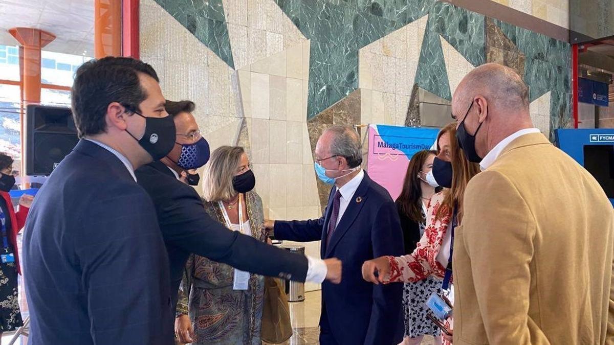 El alcalde de Córdoba, José María Bellido, y la primera teniente de alcalde y delegada de Turismo, Isabel Albás, en el evento 'Málaga Tourism Day', impulsado por la alianza 'Andalusian Soul'.