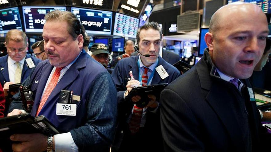 Mercados de América Latina cierran al alza contagiados por alegría de Wall Street