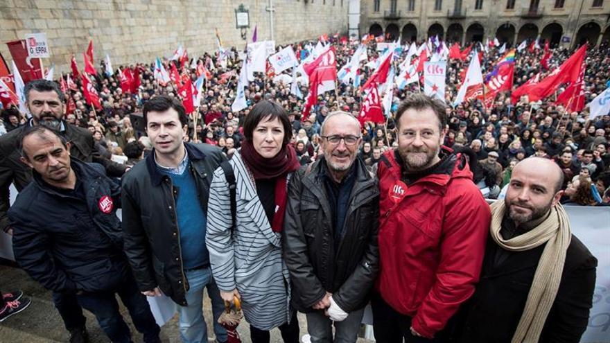 Santiago se llena de voces que claman contra privatización de sanidad gallega