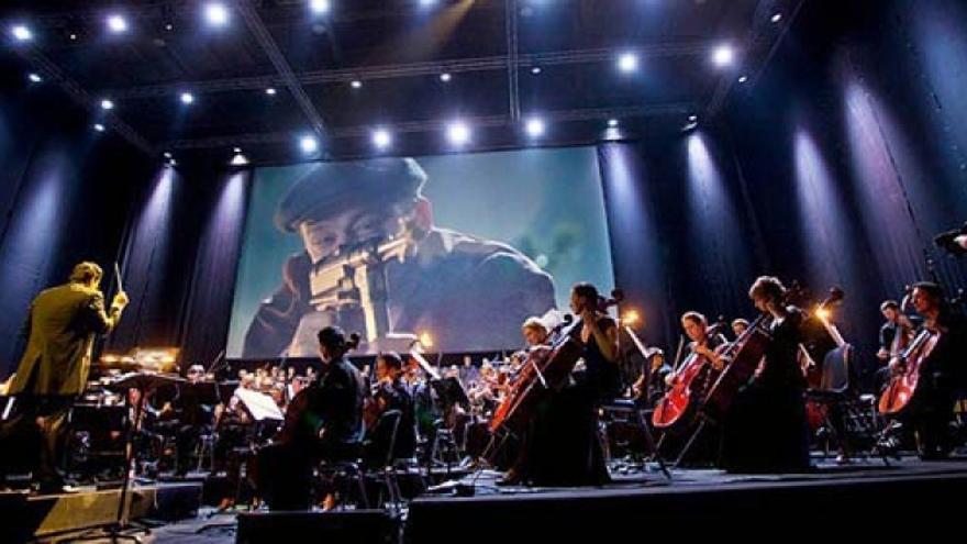 Diego Navarro, dirigiendo 'Alien: A Biomechanical Symphony' en Fimucité VI