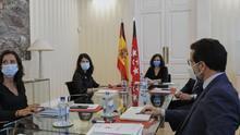 Isabel Díaz Ayuso e Ignacio Aguado se reúnen con la portavoz de Unidas Podemos, Isa Serra.