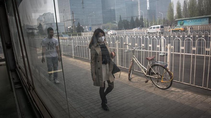 Expertos chinos piden regular el uso de aerosoles por su efecto contaminante
