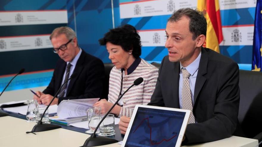 Celaá anuncia que entre 2019 y 2020 se van a incrementar las becas un 36,5 %