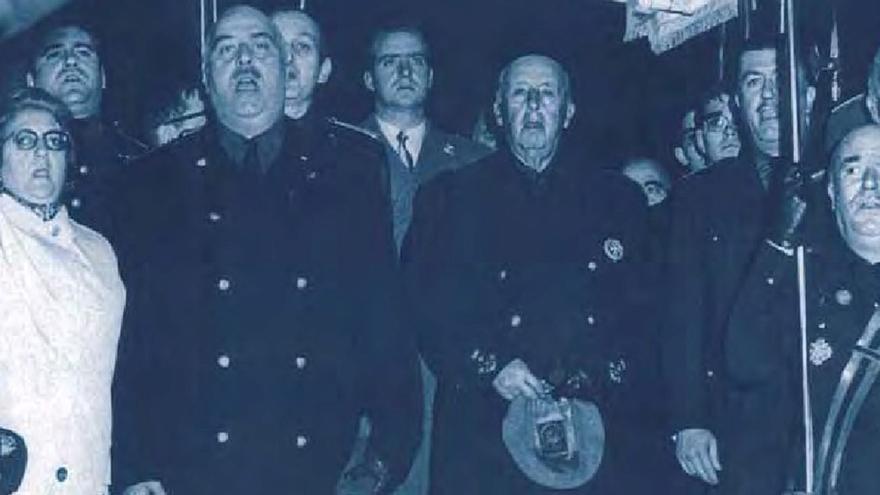 Portada del libro 'Diccionario del franquismo. Protagonistas y cómplices, 1936-1978' de Pedro L. Angosto. | EDITORIAL COMARES