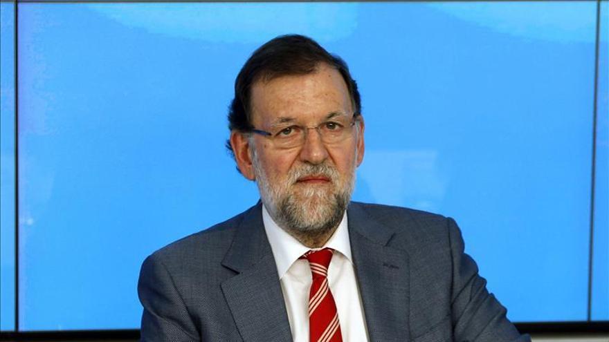Rajoy insiste en que será candidato y no prevé cambios en el PP ni en el Gobierno