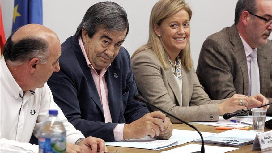 Álvarez-Cascos vuelve a un acto del PP en el arranque de campaña en Asturias