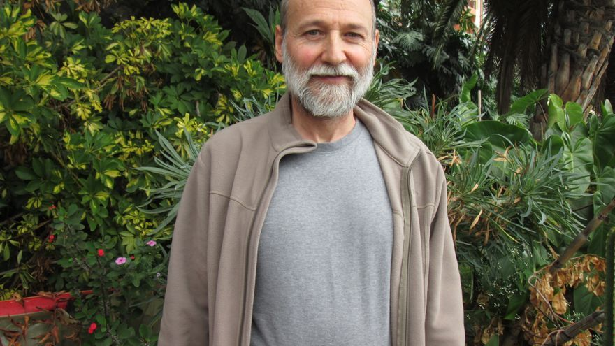 El patólogo Miguel Sanz se encuentra de vacaciones en La Palma. Foto: LUZ RODRÍGUEZ.