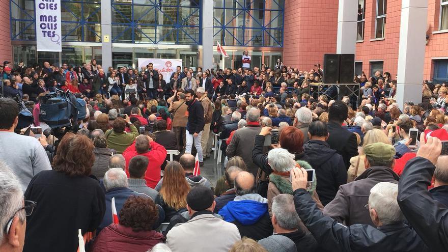 Pedro Sánchez se dirige a los militantes y simpatizantes congregados en la plaza de la Concordia de Xirivella