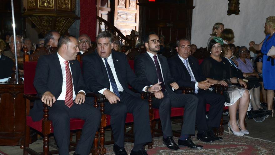 En la imagen, consejeros del Cabildo en la ceremonia religiosa.