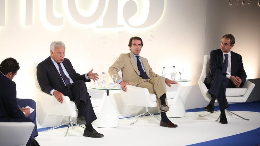 González y Aznar llaman a los nuevos políticos a no olvidar la historia y Zapatero les reconoce derecho a cuestionarla