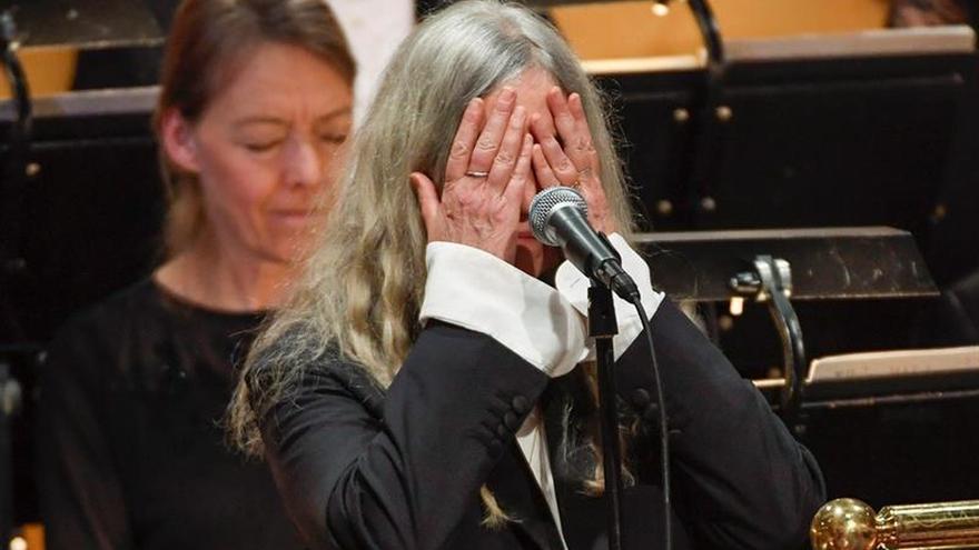 A Patti Smith no se le olvidó la letra en los Nobel,no le salían las palabras