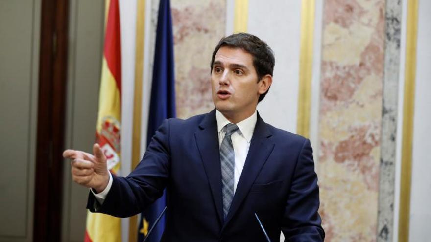 Albert Rivera en rueda de prensa tras la aprobación de la moción de censura.