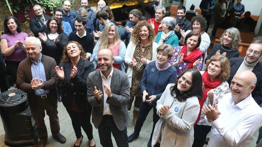 Luís Villares y miembros de su candidatura, en un acto de la campaña interna