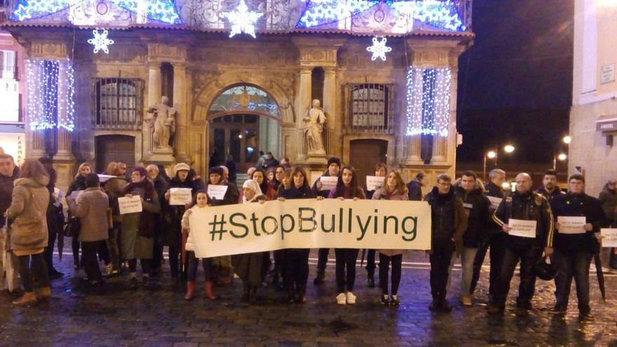 Una concentración en Pamplona muestra su rechazo al bullying