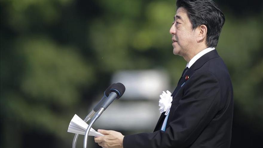 La polémica reforma militar en Japón mina la popularidad del primer ministro