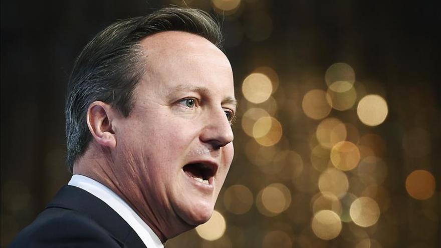 """Cameron cree que hay razones """"convincentes"""" para atacar al EI en Siria"""