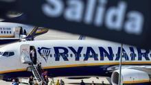 Ryanair despide a dos trabajadores del comité de huelga en los paros contra el ERE en España